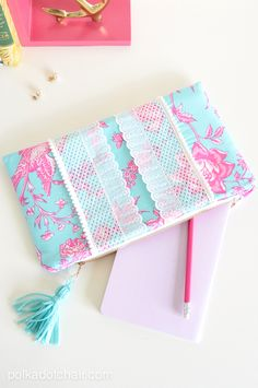 Lilly Pulitzer Inspired Pom Pom Clutch! SO Cute with FREE pattern! -- Tatertots and Jello