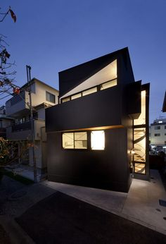 House in Shimomaruko / atelier HAKO architects