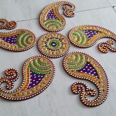Rangoli Designs Diwali, Diwali Rangoli, Diwali Decorations, Indian Wedding Decorations, Paisley Drawing, Embroidery Patterns, Hand Embroidery, Acrylic Rangoli, Diwali Craft