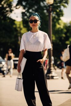 Street style: the 15 most beautiful beauty looks seen at Haute Couture Fashion Week Urban Street Style, Street Style Boho, Italian Street Style, Street Style Outfits, Street Style Summer, Cool Street Fashion, Mode Outfits, Fashion Outfits, Summer Chic