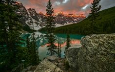 Lataa kuva Moiraine lake, sunset, Mountain lake, vuoret, metsä, Kanada, kallioita, Alberta