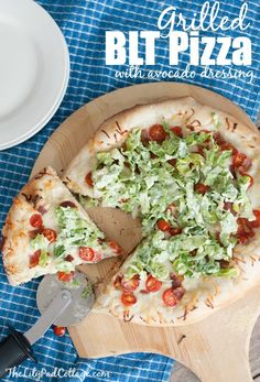 Grilled BLT pizza recipe with avocado dressing