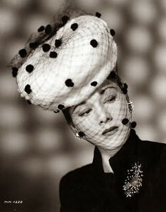 Liliy Dache's La sombrerera de Lady Marlo