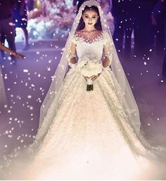 Find images and videos about wedding, bride and ceremony on We Heart It - the app to get lost in what you love. Evening Dresses For Weddings, Lace Weddings, Dream Wedding Dresses, Wedding Gowns, Wedding Lingerie, Bouquet Wedding, Wedding Nails, Wedding Reception, Hijab Bride