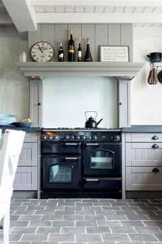 replica plavuizen in de kleur taupe in de keuken