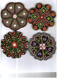 Porta vasos en distintos modelos, elaborados por Norha Elena Campillo Vélez. Dot Art Painting, Mandala Painting, Pebble Painting, Painting Patterns, Craft Patterns, Stone Painting, Mandala Canvas, Mandala Dots, Mandala Pattern