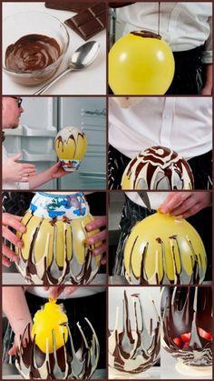 Stoere schaal van chocolade gemaakt. De chocolade moet wel een goede dikte hebben, heeft meerdere lagen nodig voor stevigheid en moet tussendoor in de koelkast gezet worden.
