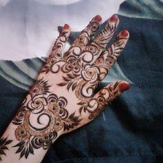 Khafif Mehndi Design, Floral Henna Designs, Mehndi Designs Book, Modern Mehndi Designs, Mehndi Design Pictures, Mehndi Designs For Girls, Wedding Mehndi Designs, Mehndi Designs For Fingers, Dulhan Mehndi Designs