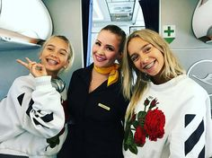 Lisa and Lena on the plane