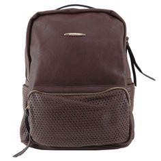 Mochila feminina de couro ecológico, mochila marrom. Mochila com bolso para notebook, cadernos, roupas e tudo o mais que vc precisar. http://lojadibella.com.br/d/103/Bolsa+Mochila  Mochila, mochila de couro, mochila feminina, loja dibella, bag, handbag, backpack, mochila diferente, mochila linda, mochila rock, comprar mochila, loja mochila, mochila academia, mochila grande