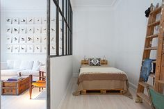 pallet bed (via pernjansson) - my ideal home...