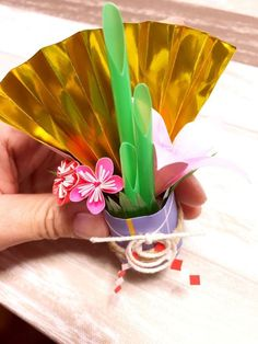 Japanese New Year, Chinese New Year, Diy And Crafts, Crafts For Kids, Paper Crafts, New Years Decorations, Xmas Holidays, Drawing For Kids, Paper Flowers
