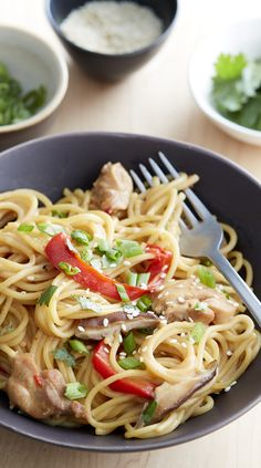 Everything goes in the pot at once for this quick and easy Asian noodle dish that takes weeknight dinner to the next level. Just stir, and prepare to be impressed! One Pot Meals, Main Meals, Noodle Dish, Asian Recipes, Ethnic Recipes, Health Dinner, Sesame Chicken, How To Cook Pasta, Pasta Dishes