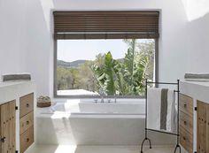 A white house in Ibiza Cosy Bathroom, Casa Top, Spanish Bathroom, Hotel Ibiza, Caribbean Homes, Mediterranean Homes, Design Consultant, New Homes, House Design