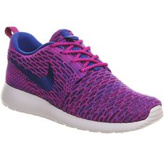 Nike Roshe Run Flyknit (w) (1455 MAD) ❤ liked on Polyvore featuring shoes, fuchsia flash royal, hers trainers, trainers, patterned shoes, print shoes, traction shoes, fuschia shoes and woven shoes