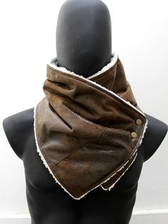 The perfect gift for your boyfriend, husband, best friend, brother, etc. This neckwarmer is very cozy and trendy. Fully lined,so dont itch :) The outside is a beautiful fake suede leather in black and brown, has some shine, but very classy and elegant, the highest quality, ultra soft