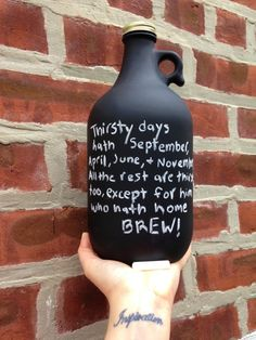 Chalkboard Growler Loop Jug... Endless fun!  Perfect gifts, wedding favors, etc...!  * Hand wipe clean * Comes with chalk * 1 Growler, 1 Gold