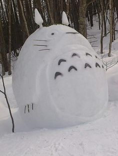 My Neighbor Totoro. Tonari No Totoro. Film Anime, Manga Anime, Anime Art, Snow Sculptures, Snow Art, Ghibli Movies, Spirited Away, My Neighbor Totoro, Hayao Miyazaki