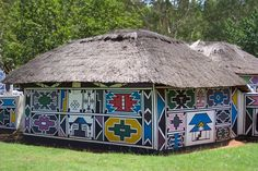 Panoramio - Photo of Maison Ndebele African Hut, African Tribes, African Diaspora, Out Of Africa, East Africa, Vernacular Architecture, Art And Architecture, African Art Projects, Afrique Art