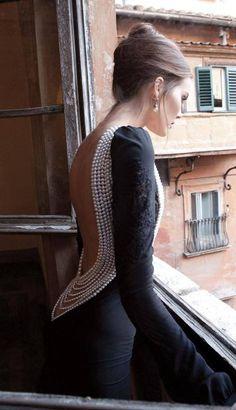 Pearl back - Would be BEAUTIFUL on a wedding dress! #pearl #fashion #wedding