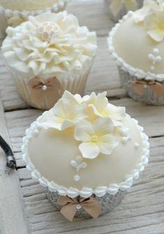 cupcakes de marriage blancs / white wedding cupcakes