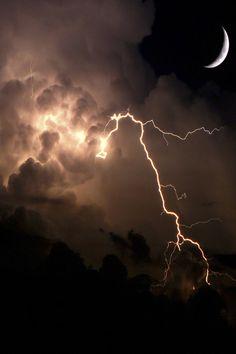 Superb Nature - Nature at Night Night Aesthetic, Nature Aesthetic, Aesthetic Photo, Aesthetic Pictures, Lightning Photography, Storm Photography, Nature Photography, Dark Skies, Dark Wallpaper