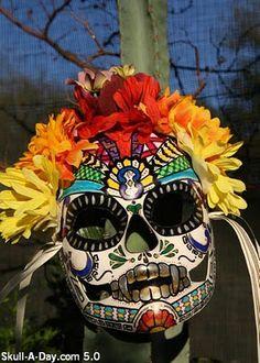 Dia de los Muertos skull mask  from http://skulladay.blogspot.com/