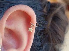 22 Cute Cartilage Piercings To Get Right Now Cute Cartilage Piercing, Cartilage Stud, Cartilage Earrings, Ear Piercings, Tiny Stud Earrings, Gemstone Earrings, Constellation Piercings, Body Jewelry Shop, Helix Hoop