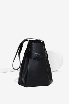 Black leather trapeze bag, chic fashion accessories // Vintage Louis Vuitton