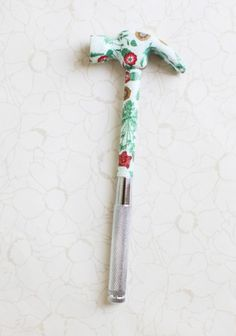 Floral Hammer Tool Set - has four screwdrivers inside each handle in various sizes - perfect for DIY projects. #mothersday