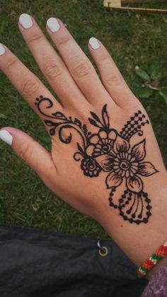 See more of maria-shp's content on VSCO. Henna Hand Designs, Henna Patterns Hand, Small Henna Designs, Simple Henna Patterns, Henna Tattoo Designs Simple, Indian Henna Designs, Beautiful Henna Designs, Henna Tattoo Hand, Cute Henna Tattoos