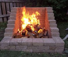diy outdoor projects DIY Fire Place/Pit: Want a great accent to your backyard, but tight on space? Try this DIY Fire Place/Pit Build that has a high back wall so that you can keep Diy Fire Pit, Fire Pit Backyard, Backyard Patio, Backyard Landscaping, Landscaping Ideas, Patio Ideas, Pergola Ideas, Outdoor Fire Pits, Modern Pergola