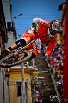 World of Cycling – Online Bike Shop Downhill Bike, Mtb Bike, Cycling Bikes, Freeride Mtb, Bmx Racing, Bike Photography, Mountain Bike Trails, Extreme Sports, Bikers