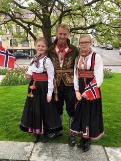 Beltestakk, snippekufte og gammel øst Norway National Day, Folk Costume, Costumes, Scandinavian Countries, Thinking Day, Vikings, Traditional, Wedding Dresses, Faces
