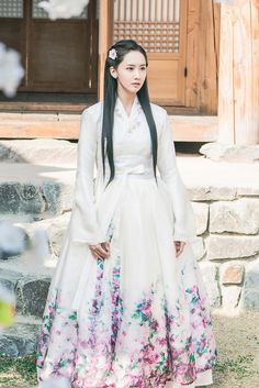 Korean Fashion – How to Dress up Korean Style – Designer Fashion Tips Korean Traditional Dress, Traditional Fashion, Traditional Dresses, Yoona, Snsd, Simple Girl Outfits, Ancient China Clothing, Hanbok Wedding, Concept Clothing