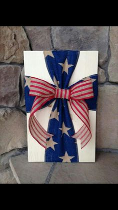 Rustic Americana Burlap Cross Wood Sign Wall Decor - use old red barn wood, no bow Patriotic Crafts, July Crafts, Summer Crafts, Holiday Crafts, Patriotic Party, Fourth Of July Decor, 4th Of July Decorations, July 4th, Fun Craft