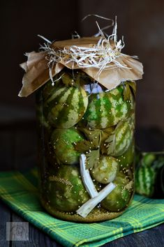 Pepeni murati in otet - CAIETUL CU RETETE Romanian Food, Special Recipes, Canning Recipes, Conservation, Preserves, Pickles, Cucumber, Vegetarian Recipes, Goodies