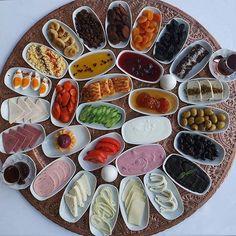 Turkish Breakfast Source by Quinoa Breakfast Bowl, Breakfast Platter, Savory Breakfast, Breakfast Dishes, Breakfast Recipes, Turkish Breakfast, Arabic Breakfast, Food Platters, Turkish Recipes