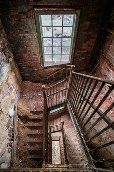 Striking Pictures of Abandoned Asylums in the U.S. – Fubiz Media