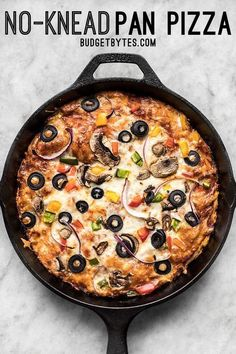 A simple overnight no knead dough makes a perfectly crispy yet thick crust on this no knead pan pizza. Deep dish pan pizza has never been easier. Step by step photos. Cast Iron Skillet Cooking, Skillet Bread, Iron Skillet Recipes, Cast Iron Recipes, Skillet Meals, Skillet Food, Cast Iron Pizza Recipe, Deep Dish, Pizza Recipes
