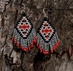Beaded Fringe Earrings Native American Inspired de hoofandarrow en Etsy https://www.etsy.com/es/listing/196458599/beaded-fringe-earrings-native-american