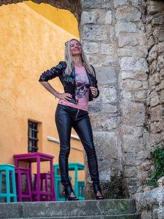 Christina #vanillapearl mit schwarzer #kunstlederhose von #arcanumfashion in #porec #kroatien Fashion Bloggers, Fashion Models, Leder Outfits, Lederhosen, Wet Look, Leather Fashion, Mantel, Leather Pants, Sexy Women