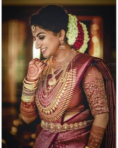 The Latest Bridal Jewellery Set for Wedding Party as a Bride - Fashion Girls South Indian Wedding Hairstyles, South Indian Wedding Saree, Indian Bridal Sarees, Bridal Silk Saree, Indian Bridal Outfits, Indian Bridal Fashion, South Indian Bride, Saree Wedding, Designer Sarees Wedding