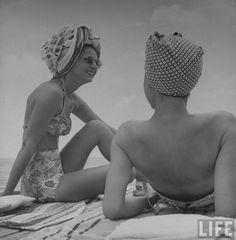 Les épouses des hommes dans l'armée et la marine américaine de détente au soleil, Peter Stackpole 1943