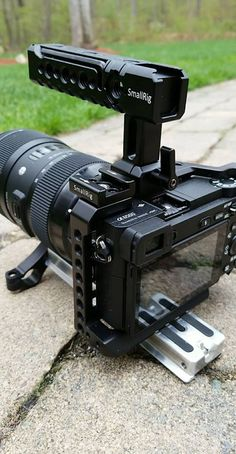 SmallRig DSLR Action NATO Handle is a sliding top handle for moving shoots. It is designed for quick release attaching and detaching on the camera without screws. Cameras Nikon, Nikon Digital Camera, Camera Rig, Sony Camera, Nikon Dslr, Camera Gear, Video Camera, Best Camera, Digital Slr