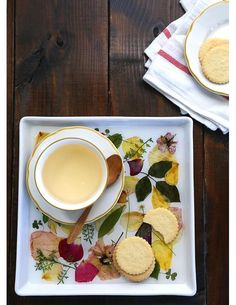 Learn how to make a Pressed Flower Keepsake Tray.