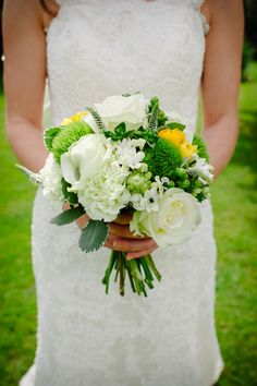 Fresh springtime wedding bouquet