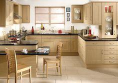 """Uno de los modelos de cocinas más cómodos, es sin lugar a dudas, la cocina en U. Las cocinas en """"U""""son muy funcionales, ya que permiten una gran movilidadsin tener prácticamente que desplazarse. En esta cocina, se aprovechan las tres paredes contiguas, por lo que el espacio está usado en su máximo potencial, permitiendo que …"""