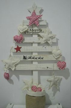 Christmas Love, Diy Christmas Gifts, Merry Christmas, Christmas Decorations, Xmas, Christmas Trees, Fence Board Crafts, Holiday Fun, Holiday Decor