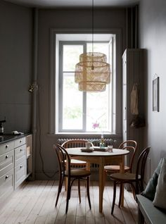 my scandinavian home: An beautiful Malmö home (dark grey walls in the kitchen).